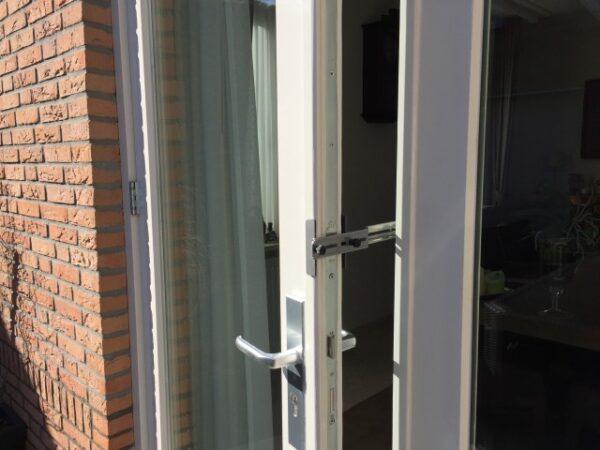 Kierr Classic 100 doorstop on wooden door