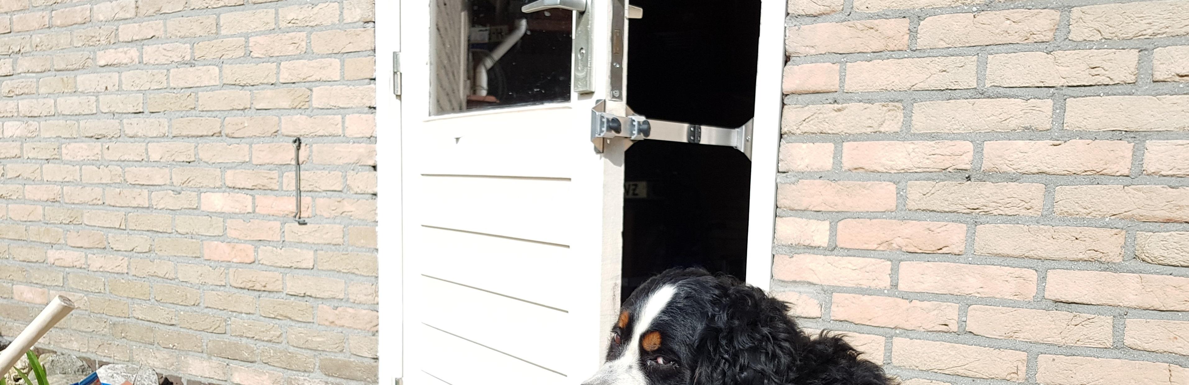 De Kierr 200 zonder boren en schroeven deuruitzetter ook te gebruiken voor dieren