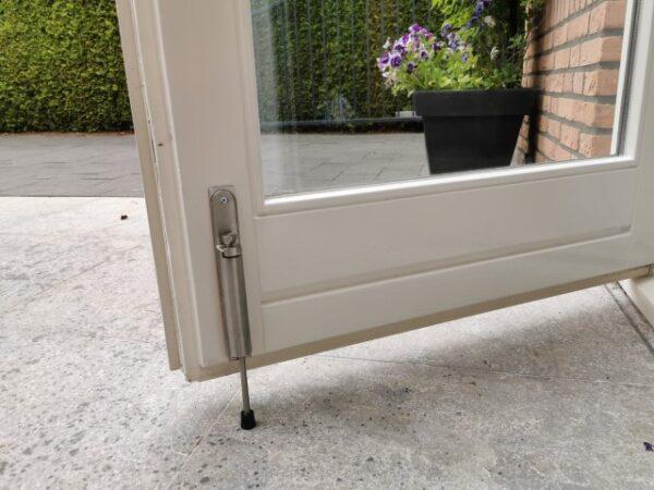 Kierr Hold stainless steel door holders on garten door